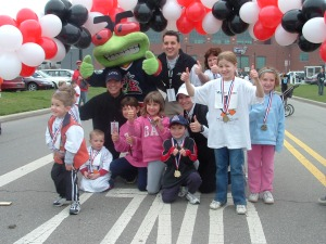 Mascot Chase Kids with Stinger, John Bingham, David Babner, and Jenny Hadfield in 2004.